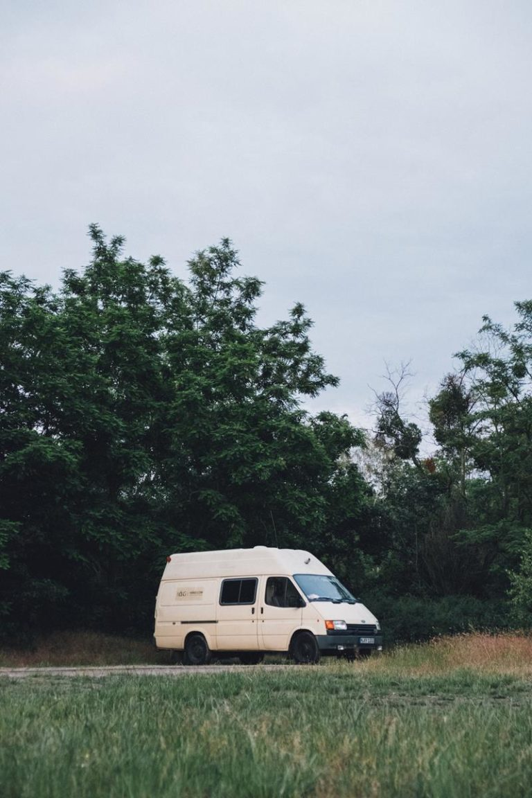 Transport lądowy umożliwia nam podróżowanie do wielu miejsc