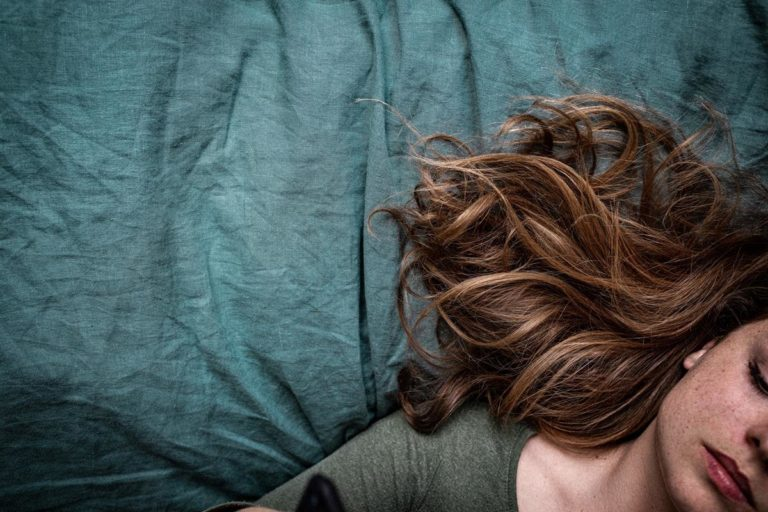 W jaki sposób zadbać o nasze włosy?