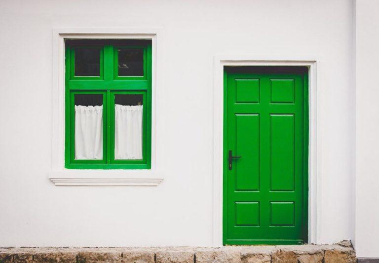 Jakie są zalety drzwi drewnianych?