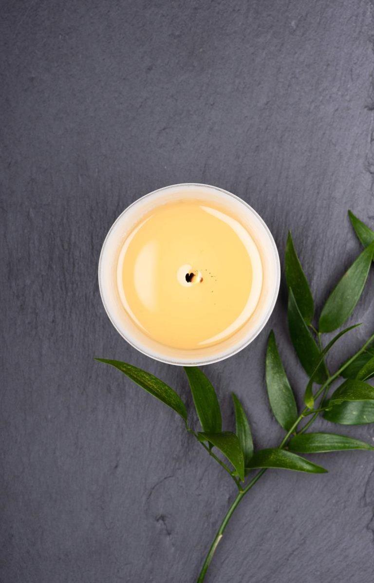 Świece zapachowe z olejkami aromatycznymi